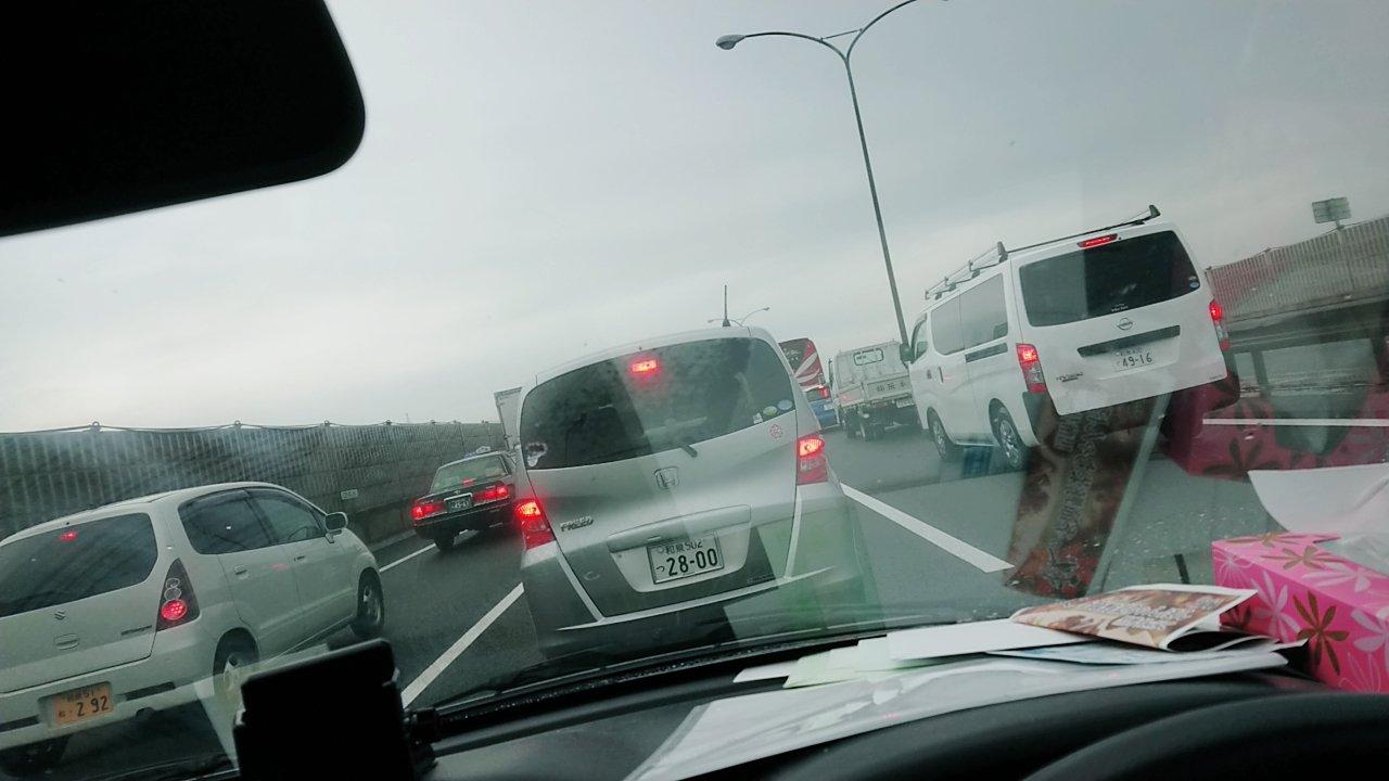 画像,近畿自動車道〜今日もテールランプが綺麗〜🤣・・・( ´Д`)ハァ...⤵︎ ⤵︎事故渋滞10キロですって😭 https://t.co/3yjpUEo5HG…