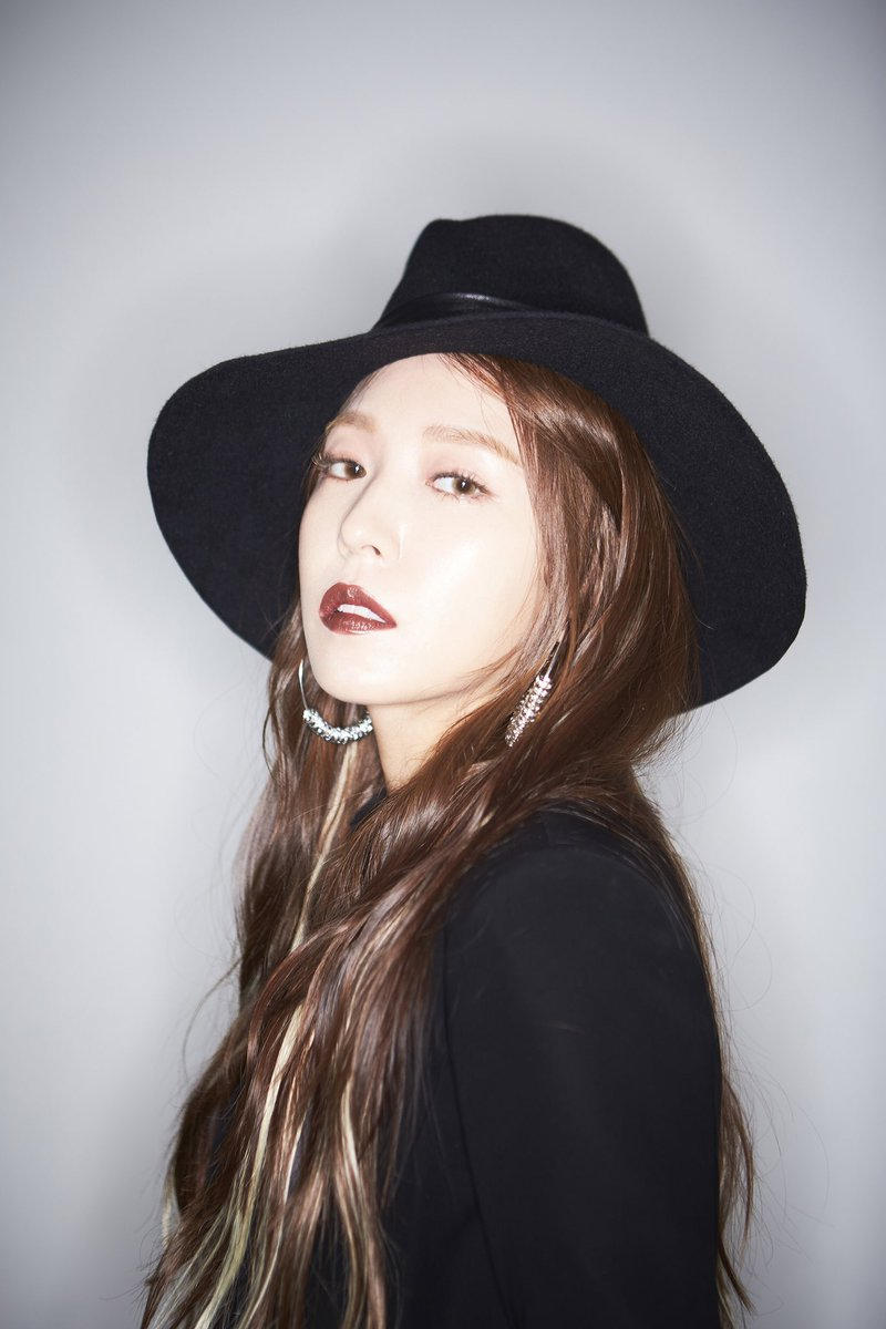 #BoA's full album '#WOMAN' music will be out tomorrow and the physical album on the 25th as well! Watch the overwhelming charisma of BoA expressing a confident woman!   🎥 Highlight Medley: 18.10.23. 12PM (KST)  🎧 Music release: 18.10.24. 6PM (KST)  💿 Album release: 18.10.25.