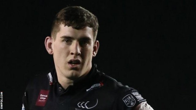 Catalans Dragons have signed back-rower Matt Whitley on a two-year contract after he left relegated side Widnes: bbc.in/2AniGmJ