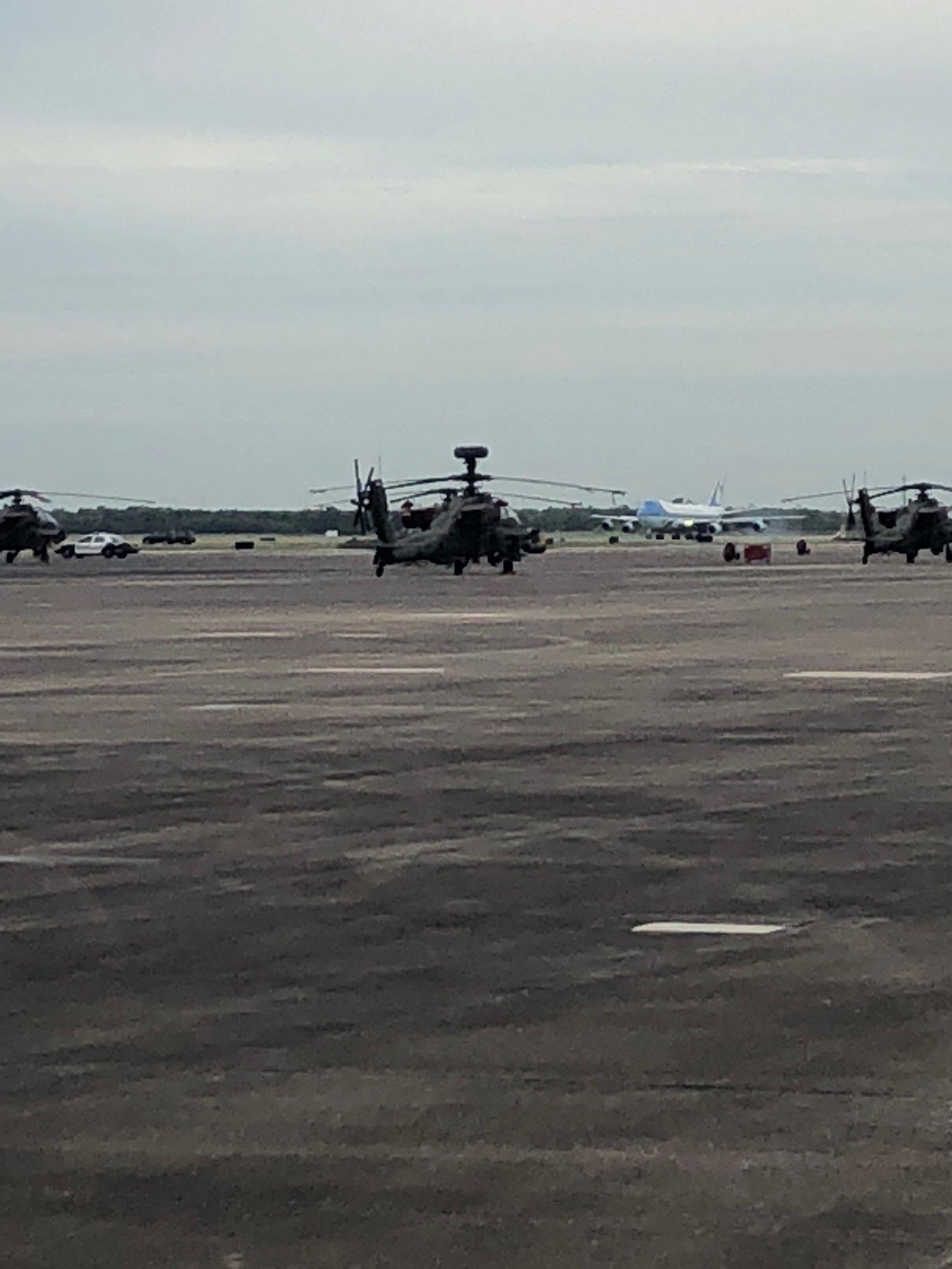 AF1, landed at Ellington Field. https://t.co/qFBJutQBJ3