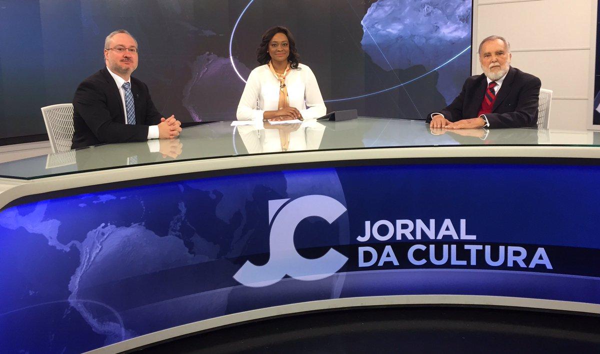 O #JornaldaCultura está no ar! Nesta segunda-feira, @JoyceRibeiroTV recebe o jornalista Jorge da Cunha Lima e o cientista político Rodrigo Prando. Assista ao vivo na @tvcultura, no app #CulturaDigital ou no YouTube: https://t.co/PPF2GzthF2.