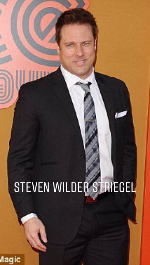 Black contrato a su amigo, Steven Wilder Striegel, para un pequeño personaje el cual tenía q interactuar con Munn y atacarla sexualmente (en el film)