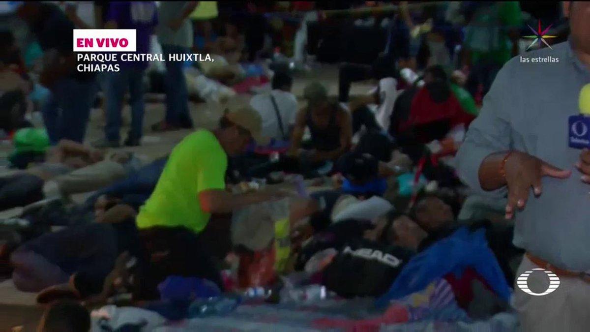 La caravana migrante llega a Huixtla, Chiapas, donde pasarán la noche para continuar su recorrido rumbo a EU . #EnPunto con @DeniseMaerker. Mira la nota completa. https://t.co/2VEMOjGs5f