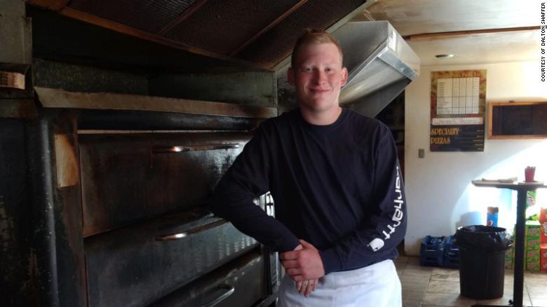 Este hombre condujo 360 kilómetros para llevarle su pizza favorita a un enfermo terminal https://t.co/vbGIugPLHP https://t.co/n8puBL6KFz