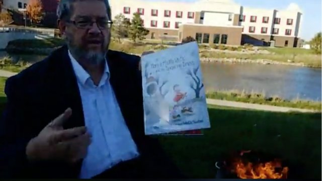 Iowa man burns LGBTQ children's books from public library to protest pride festival  https://t.co/jacHJfVoi8 https://t.co/koPfn26rR2