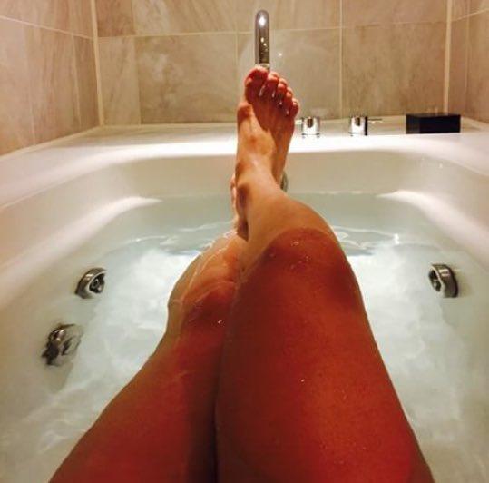 Намылила свои ножки — 8