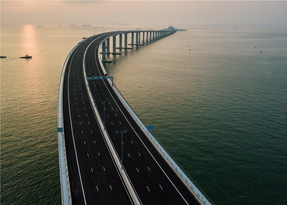China inaugura el puente marítimo más largo del mundo https://t.co/05FxY9lMh0 #MañanasBLU