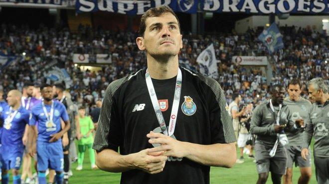 #LoMásLeído Casillas se moja en Twitter: los dos mejores porteros del mundo, volver a la selección, la crisis del Real Madrid... https://t.co/N2pYkGNpLn