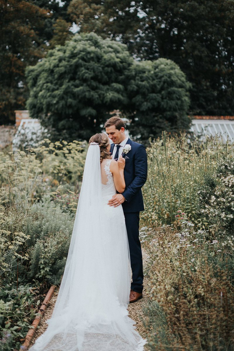 RT @W_W_WeddingBlog WWW readers Adam and Rebecca's romantic, intimate, country barn wedding // https://t.co/JCKZns76sZ thanks to Kit Myers Photography @lightinghire @_whitelilac @EtoileBakery @LoseleyPark