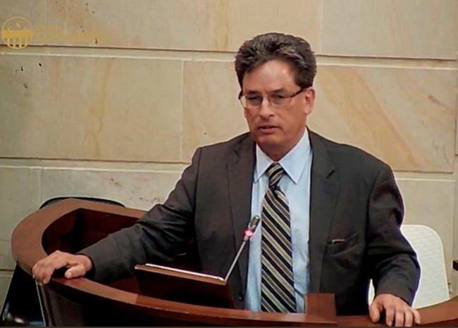 Cámara de Representantes aprueba debate de moción de censura contra @MinHacienda https://t.co/JPj6M40kXY #MañanasBLU