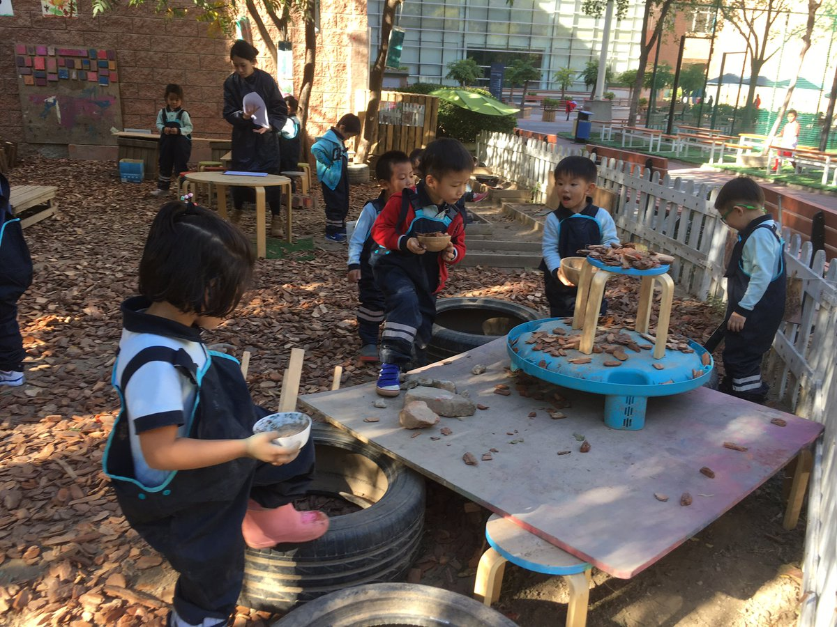 Some fantastic #outdoor #learning happening at #myCISB in @silviajimenezat classroom! Wonderful sensory activities and inquiry! #Beijig #China #awesome #pyp #PlayOutdoorspic.twitter.com/DhtNGwfCPl