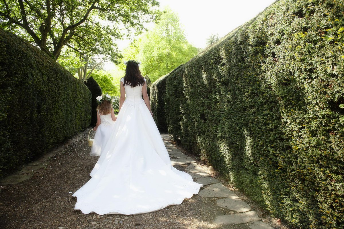 This Little Girl Mistook a Bride for Cinderella, and It's the Sweetest Thing You'll See All Day https://t.co/GY9Nczg4zh