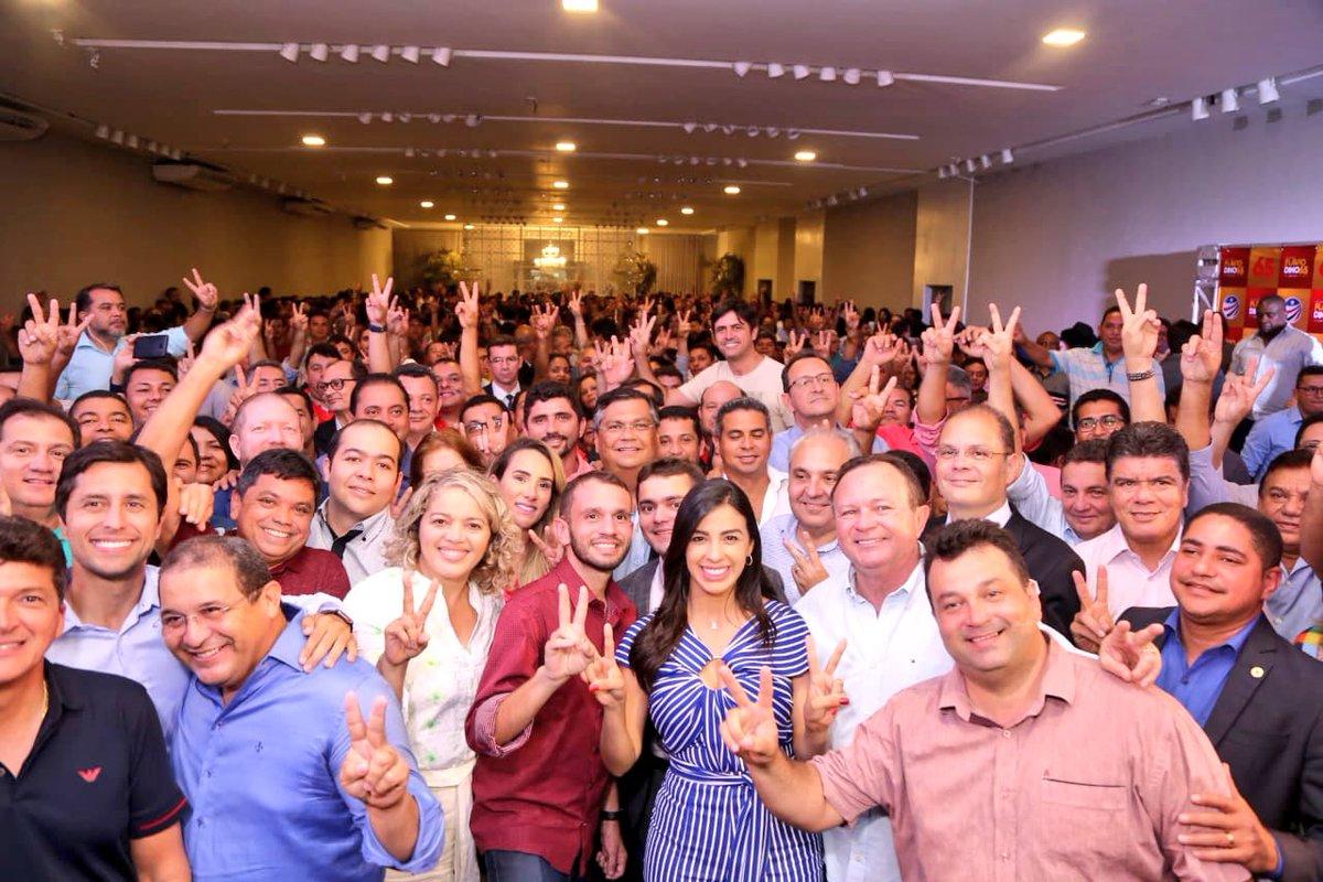 Ontem reunimos centenas de líderes políticos do Maranhão: prefeitos, deputados federais e estaduais, vice-prefeitos, ex-prefeitos, vereadores etc. Agradeci ao apoio para vencermos no 1º turno. E pedi muita força na reta final da campanha de HADDAD. Venceremos.