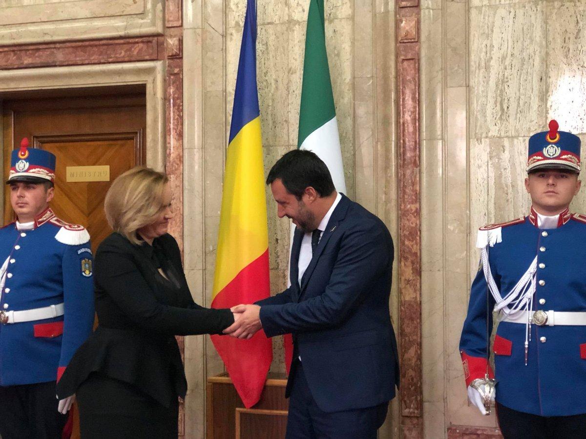L'amicizia tra Italia e Romania non potrà che migliorare: come Paesi di frontiera non possiamo farci carico da soli del presidio dei confini europei. A nome del governo, ho assicurato che sosterremo il popolo romeno nel rapporto 'complicato', che anche noi abbiamo, con la UE.