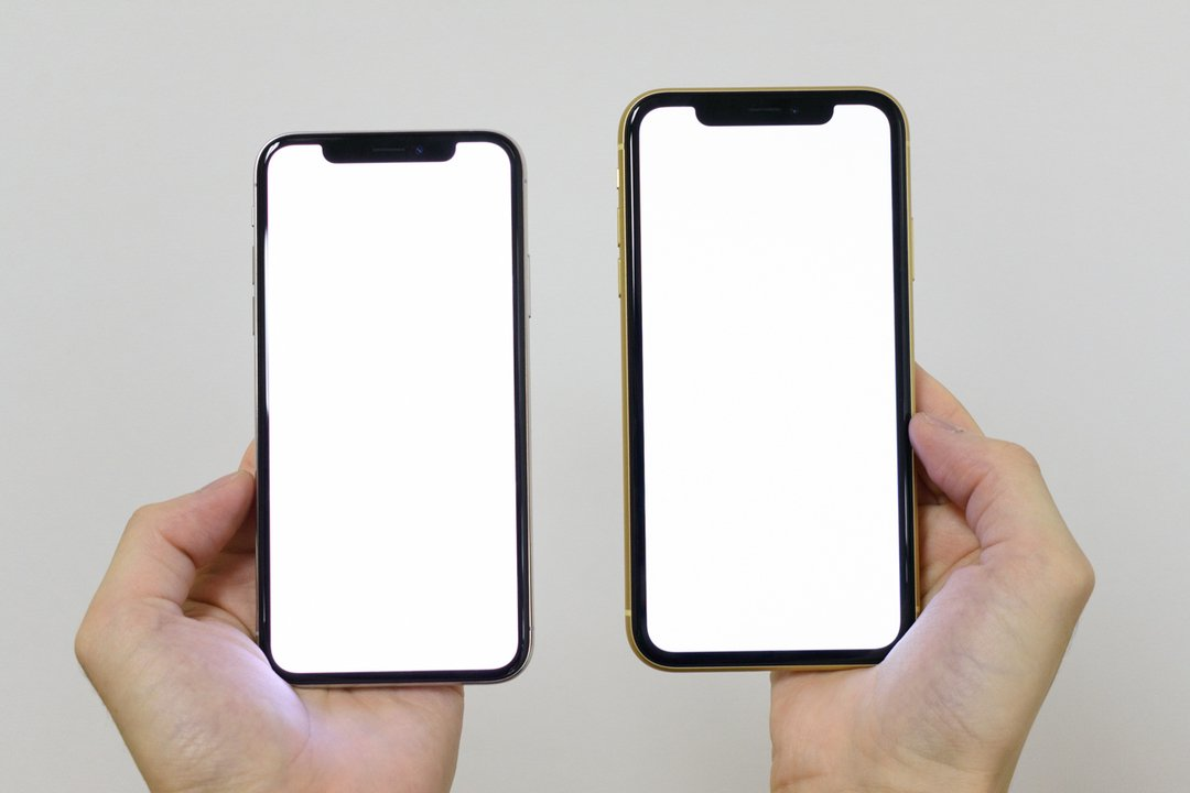 iPhone XR vs iPhone XS、どちらのベゼルが薄いでしょうか!? https://t.co/1A9WxDXUAD