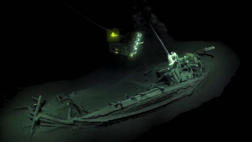"""Aparece en el Mar Negro el """"naufragio intacto más antiguo"""" del mundo https://t.co/gpz4N2feOV"""