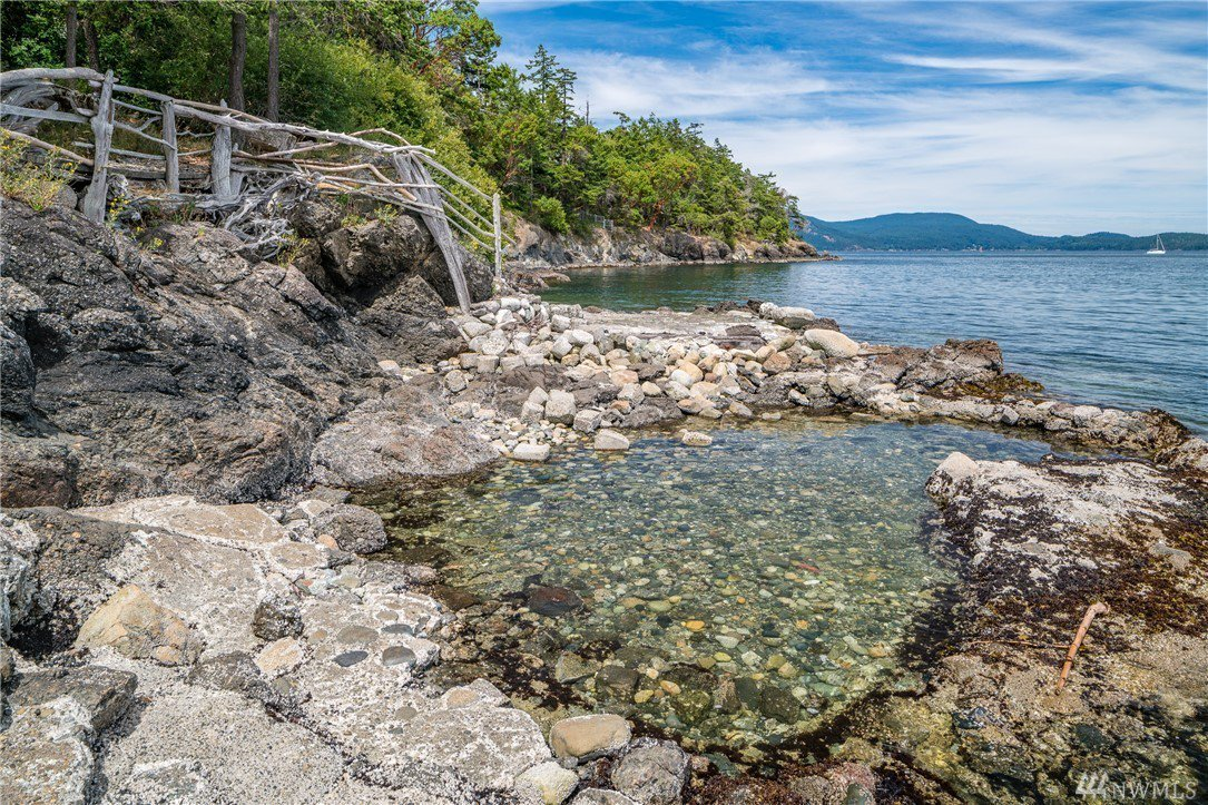 Artistic, custom built Lopez Island retreat asks $849K https://t.co/nBP20R56rz
