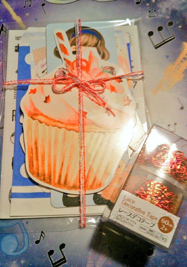 test ツイッターメディア - 昨日届いたメルカリで注文していたとてもかわいいお品?やっとあけれる!(左) レポート用紙買いにDAISOにいったら、新しくおいてあったの?新商品かしら?(右レーステープ) ??薔薇デザインよき??  #メルカリ #ペーパードールメイト #メモ帳 #DAISO #100均 #レースデコテープ https://t.co/KjOaqojpMF