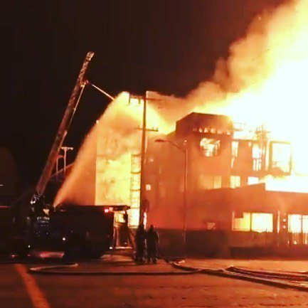 From Instagram: Another apartment complex under construction went up in flames in Oakland this morning. It is the latest in a string of such fires in the East Bay. Story? Click link on @SFGate profile. Photo: Twitter / @OaklandFireLive #oaklandfire #oakl… https://t.co/l0WSxjSIH8