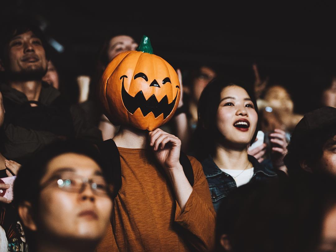 Tokyo night two. Saw some pumpkins out in the crowd �� https://t.co/tNoWQ2TTtu