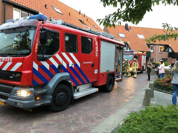 Naaldwijk Binnenbrand aan de Dovenetel. Nog niet bekend oorzaak brand. https://t.co/A6lZhDIobQ
