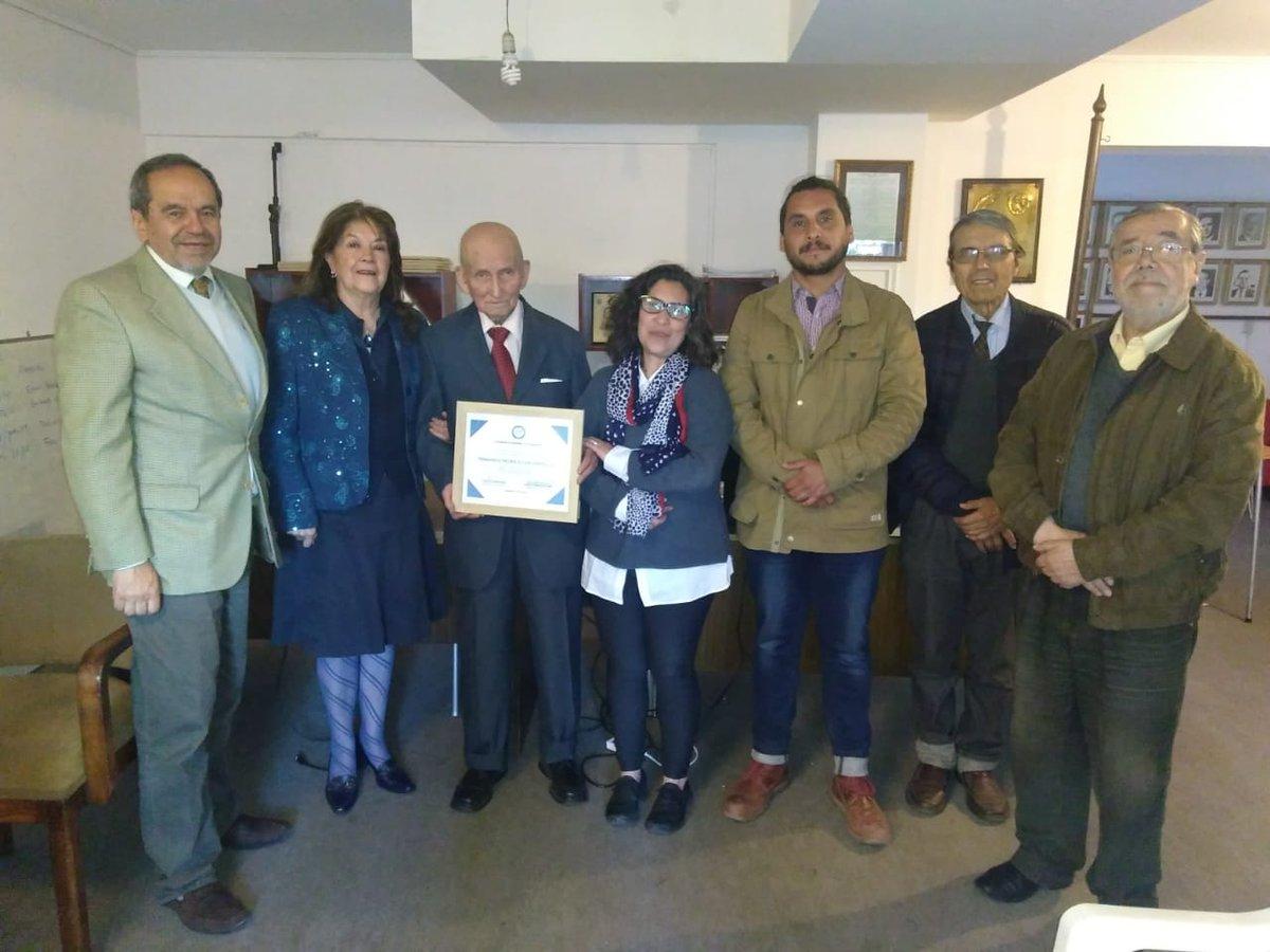 El viernes recién pasado, el Consejo Regional Valparaíso hizo entrega de  un diploma especial por 55 años de Periodismo al destacado profesional  Fernando Pedro Zulen Espinoza  https://www.facebook.com/ColegiodePeriodistasRegionalValparaiso/posts/1910649775655161?__xts__[0]=68.ARDsE_FgLjPfHGTsUHoFP5vjrCARmCnMk4VF2qpOCi-6nxHJtfbxcewP-59kyReblMMaKYiYTZ8L3urg2UfT-oRIRa8CLfu7TnXUySNF88myotT4Belc-Igpxeeeq6bVfq8WFuMEKhTomDm5fSWIwBcz3u7DSds5UmNhkX563O3bv3oj-XkViGD4I906PbtF3Bt-VM_tdySViACxg3ruAmL4KLI&__tn__=-R…
