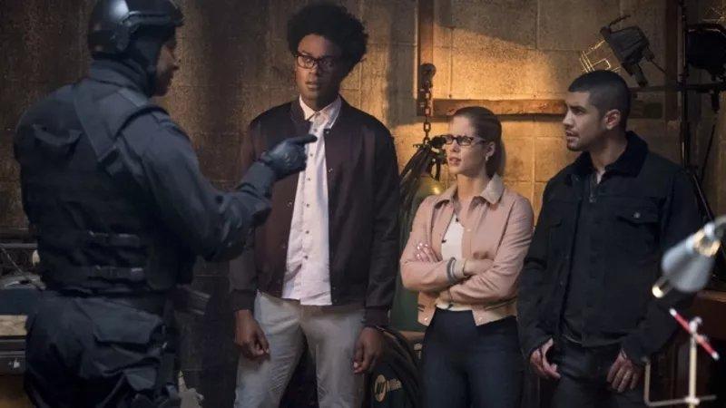 I kinda wish more of Arrow's new season was a flash-forward https://t.co/3yipUWsuCj