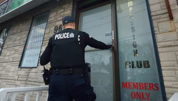 #LdnOnt police issue warning to defiant marijuana dispensaries, while status of provincial force created to combat black market pot shops remains unclear https://t.co/2GROhlv2ba #cannabis #onpoli
