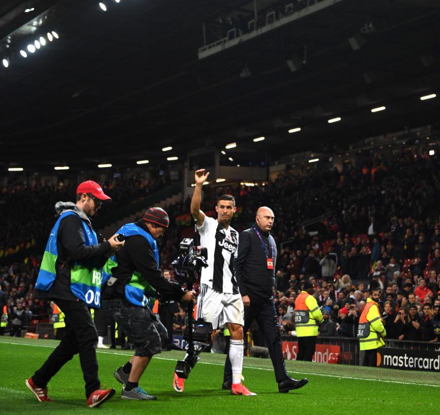ديبالا يقود يوفنتوس للعودة بالفوز من ملعب مانشستر يونايتد 26