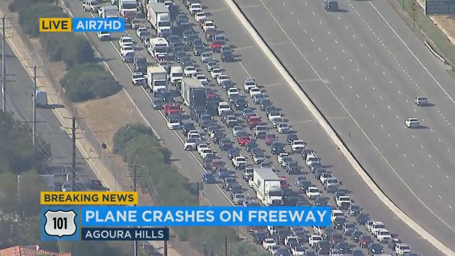#LIVE Traffic backing up on both sides of 101 in Agoura Hills after crash of vintage small plane https://t.co/Gr80vKyMQE