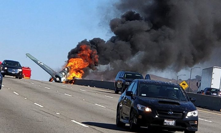 BREAKING Vintage plane crashed on the 101 freeway in Agoura Hills, California (pic: @colepuente)