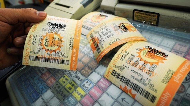 💸💸 TONIGHT is the HISTORIC #MegaMillions drawing!! Are you ready??  What time is the drawing? How can I watch the numbers? When is the deadline to buy tickets? Here's everything you need to know - https://t.co/MBAdAXpj8X