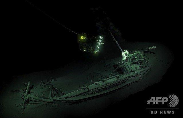 1000RT:【歴史ロマン】黒海で2400年以上前の古代ギリシャ船を発見、無傷のものとしては世界最古か https://t.co/v5sulZcqOG  紀元前400年は黒海が貿易の中枢となり、古代ギリシャの入植者らであふれていた時代だという。