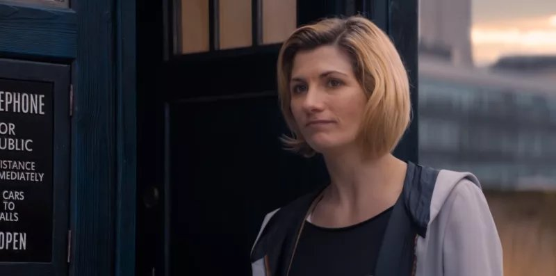 🍿 The Doctor's new companions visit home and leave her alone with her thoughts in this new clip from next week's episode of #DoctorWho: https://t.co/On4z8XaRxy