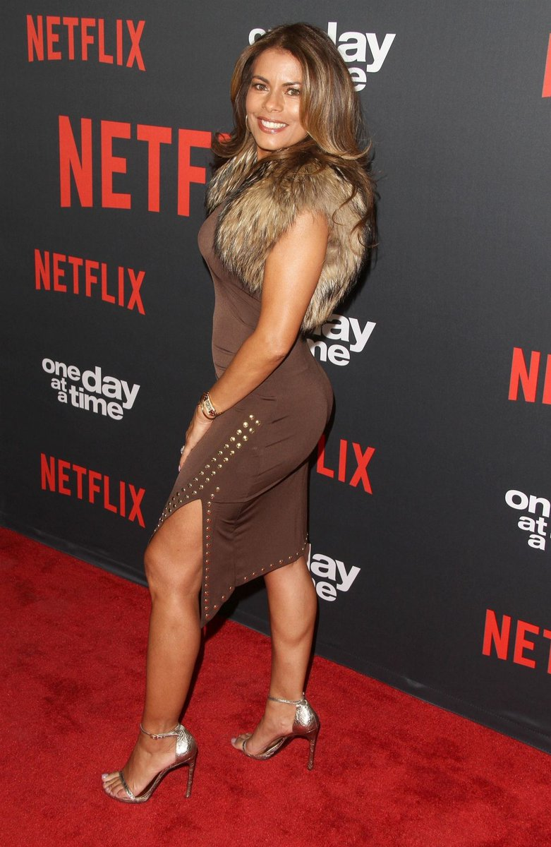 The Being Mary Jane actress, Lisa Vidal was diagnosed with breast cancer in January 2016, though a mammogram didn't detect the disease. Vidal's doctor noticed the tumor using an ultrasound. Her sister and mother also have breast cancer. https://t.co/PeXE0fP8Cg