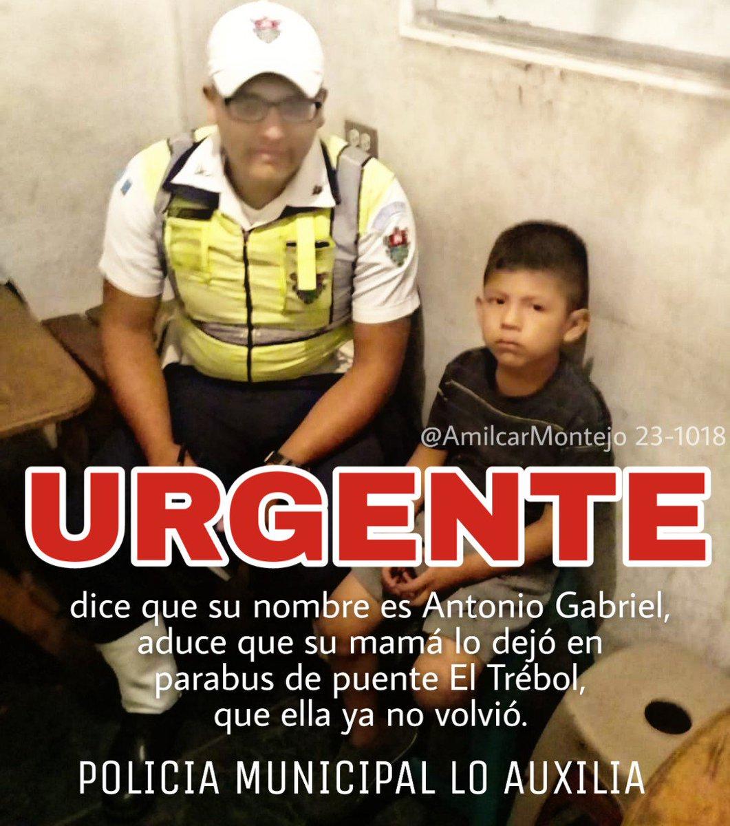#UrgenteGT | Dice que le llaman Antonio Gabriel y tiene entre 5 a 7 años de edad.  Aduce que su mamá lo dejó en parabus de puente El Trébol y que ella ya no regresó.  Como tenía hambre buscó a un Policía Municipal y le ha dado de comer, lo ha protegido.  Se ha coordinado #PGN.