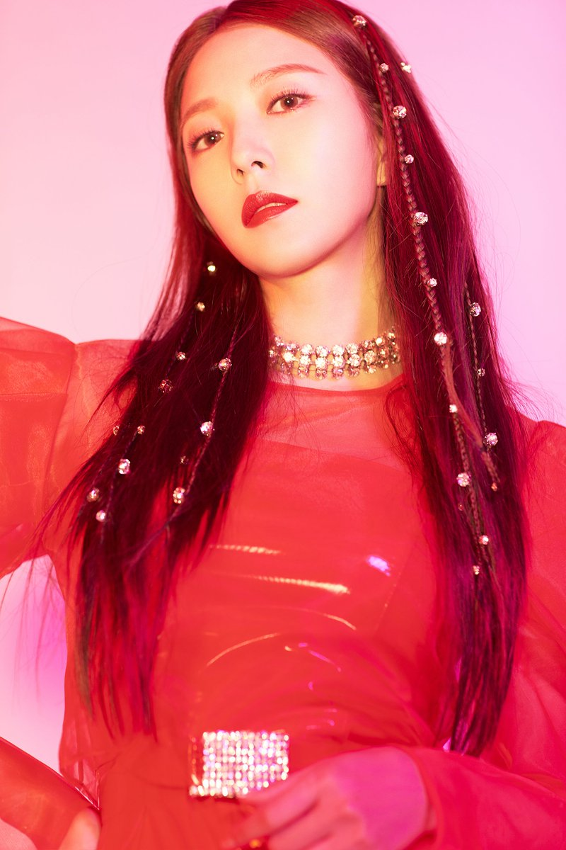 "#BoA is coming back today! Check out the music for her new album '#WOMAN' at 6PM KST today! Don't miss her showcase with premiere stages for ""Woman"" and another song ""Irreversible"" as well!  🎧Music Release: 18.10.24. 6PM (KST) 📺Showcase: 18.10.24. 8PM (KST) via V LIVE  #보아"