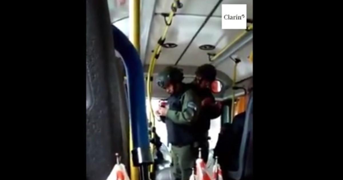 ¿Qué pueden hacer los policías y gendarmes durante un control en un colectivo? https://t.co/4jlfXnBSdl