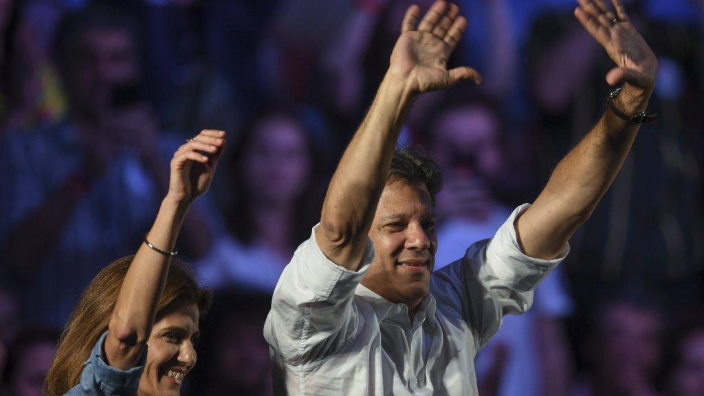 Au Brésil, le candidat de gauche Fernando Haddad veut lutter jusqu'au bout contre le 'fascisme' https://t.co/wODTOlYurx