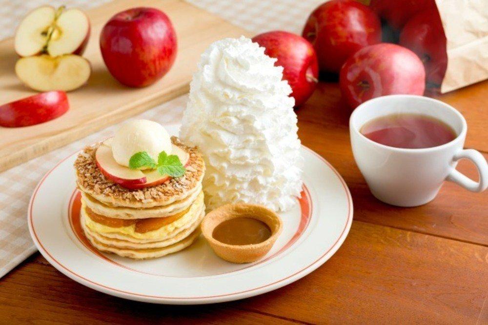 エッグスンシングス「アップルパイ・パンケーキ」シナモン&バニラが香るパイ食感スイーツ - https://t.co/NEznrVrUiw