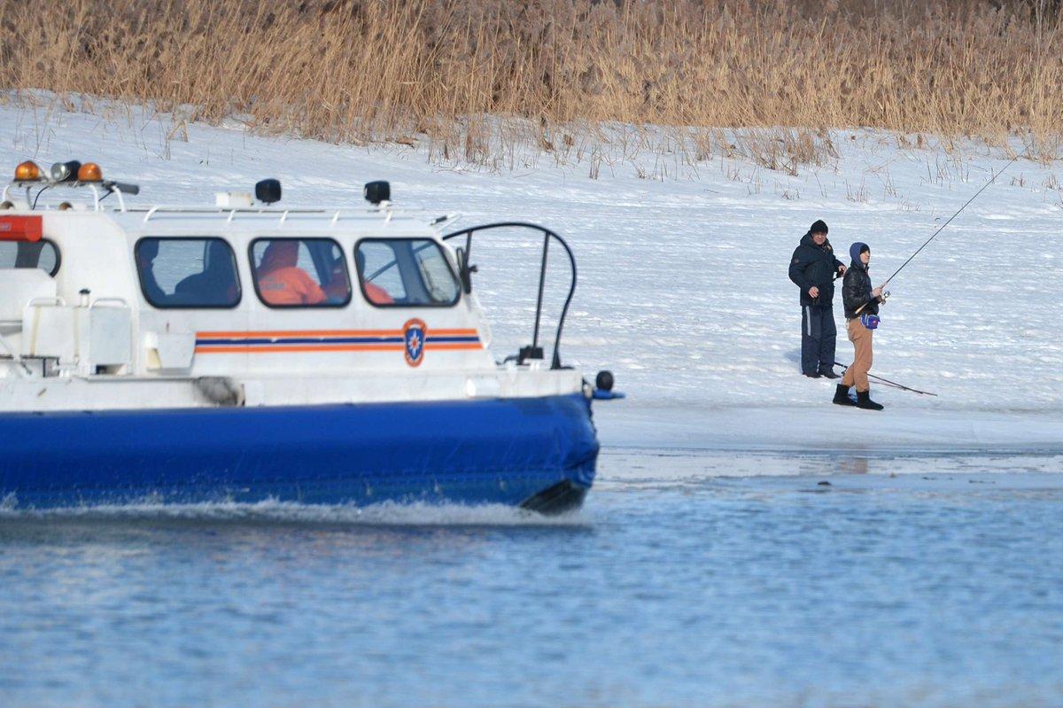 Глава МЧС предложил взыскивать с рыбаков на льдинах затраты на их спасение  https://t.co/fSGoAOQmbd