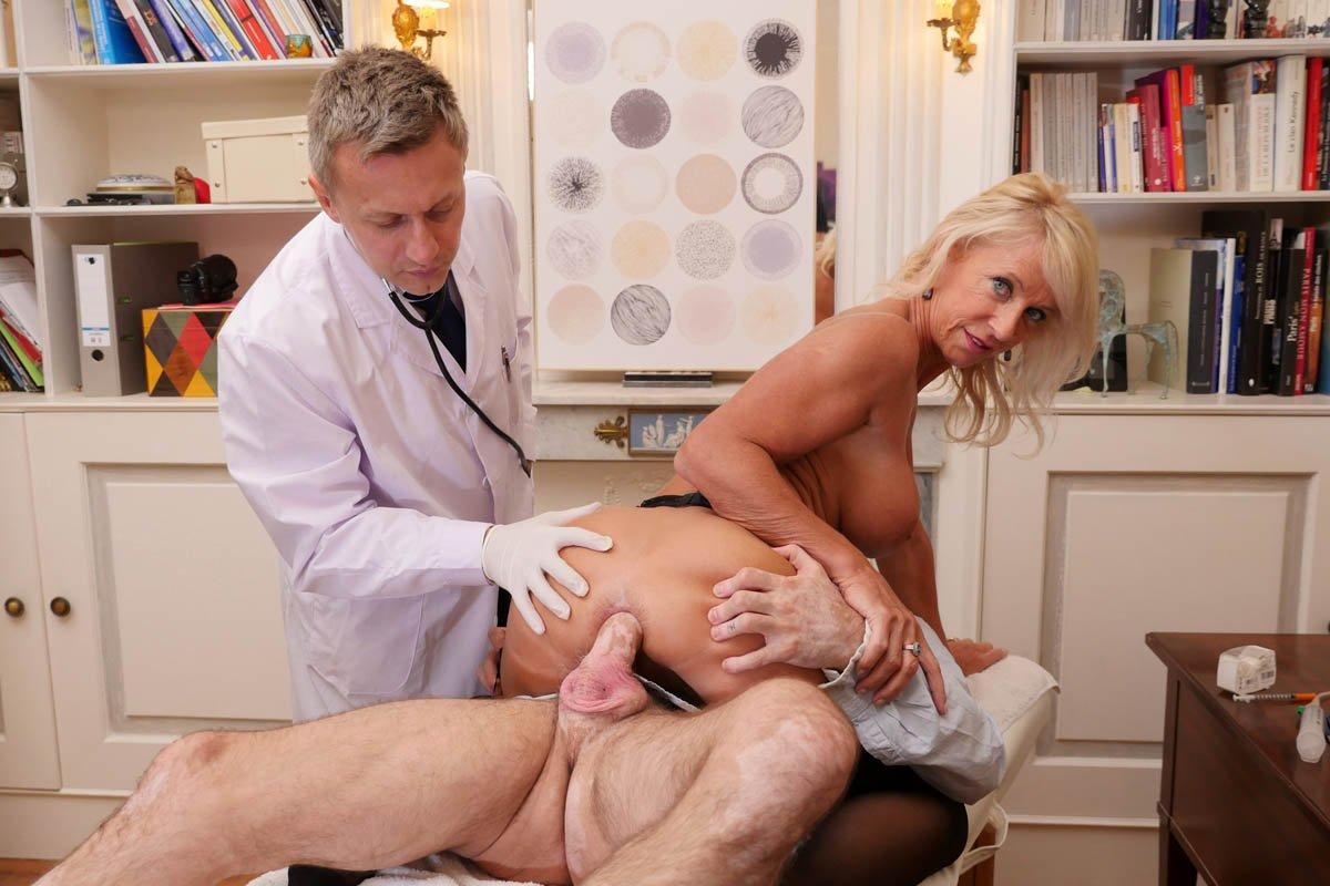 Порно фильм пришел с женой на прием к врачу, трахают лесбиянок в жопу смотреть онлайн