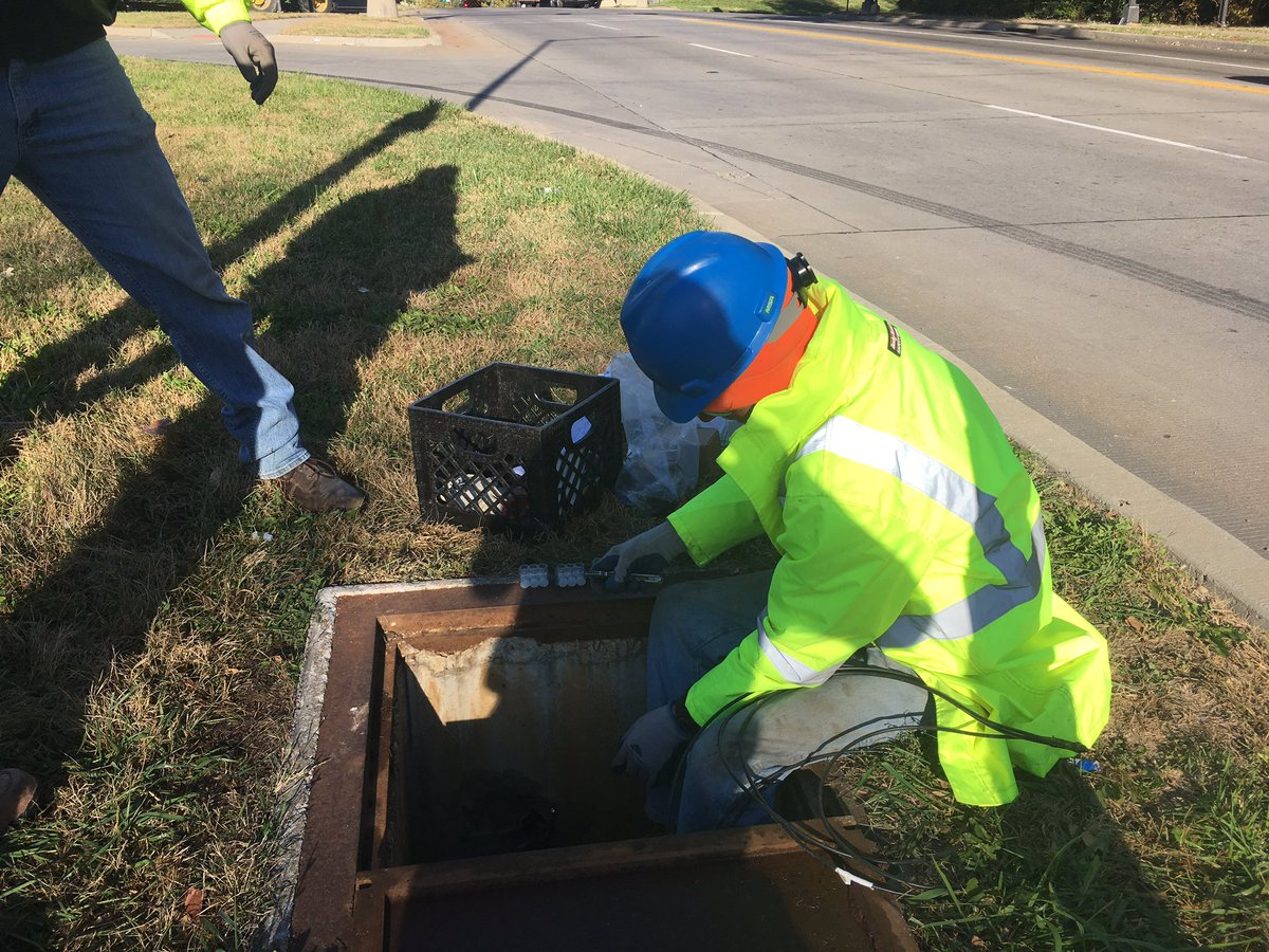MoDOT Kansas City On Twitter Happening Now Our Crews Are Replacing Streets Lights Along The 71 Highway Corridor In KCMO Kctraffic
