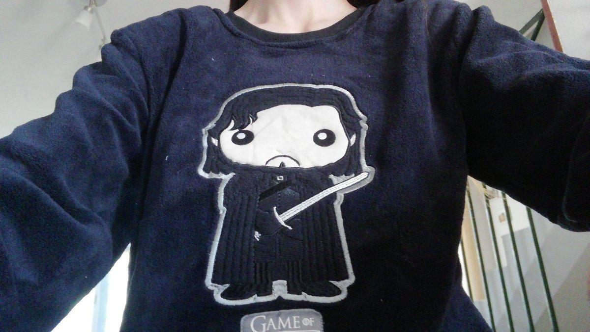 b2497f621a Ahí se ha quedado. Y me he llevado uno de Jon Snow. ¿Las mujeres no podemos  llevar estos pijamas  Extensible a camisetas