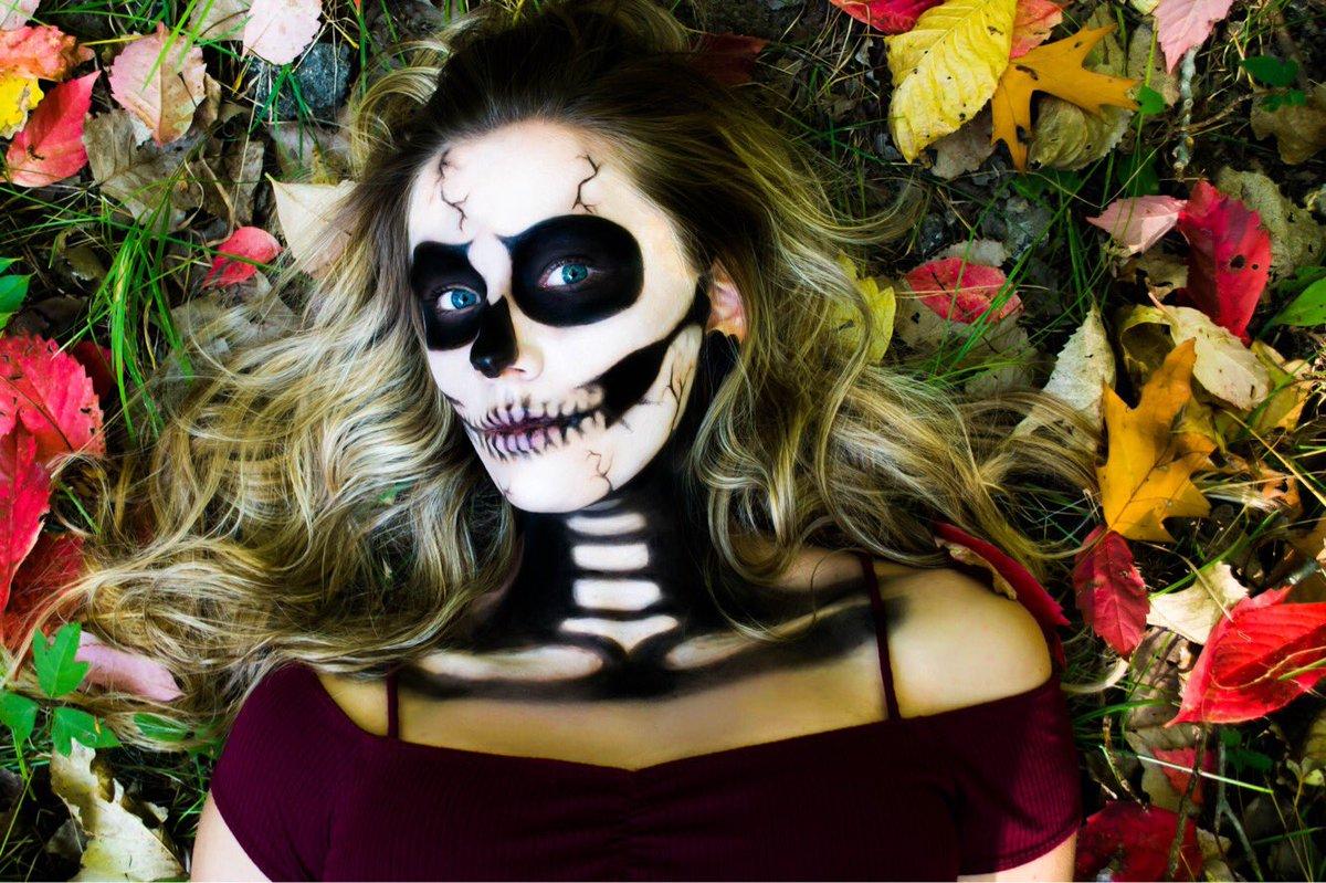 Published photos in @shutterscenemagazine Halloween edition #leticiaacostaphotography #tampabayphotographer #skeletonmakeup #publishedphotographerpic.twitter.com/idCV5U8gOe