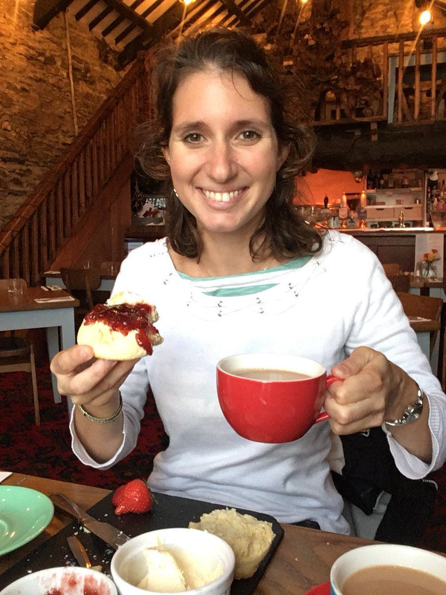 Having tried both options, I'm relieved that @AurorePonchon recognised that Devon style cream tea is the better! #creamthenjam