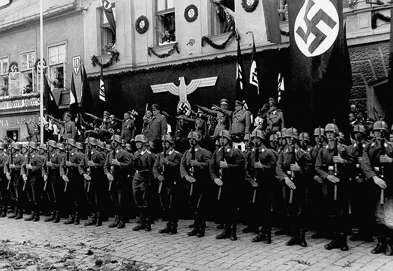 Премьер Польши обвинил СССР в союзничестве с нацистами