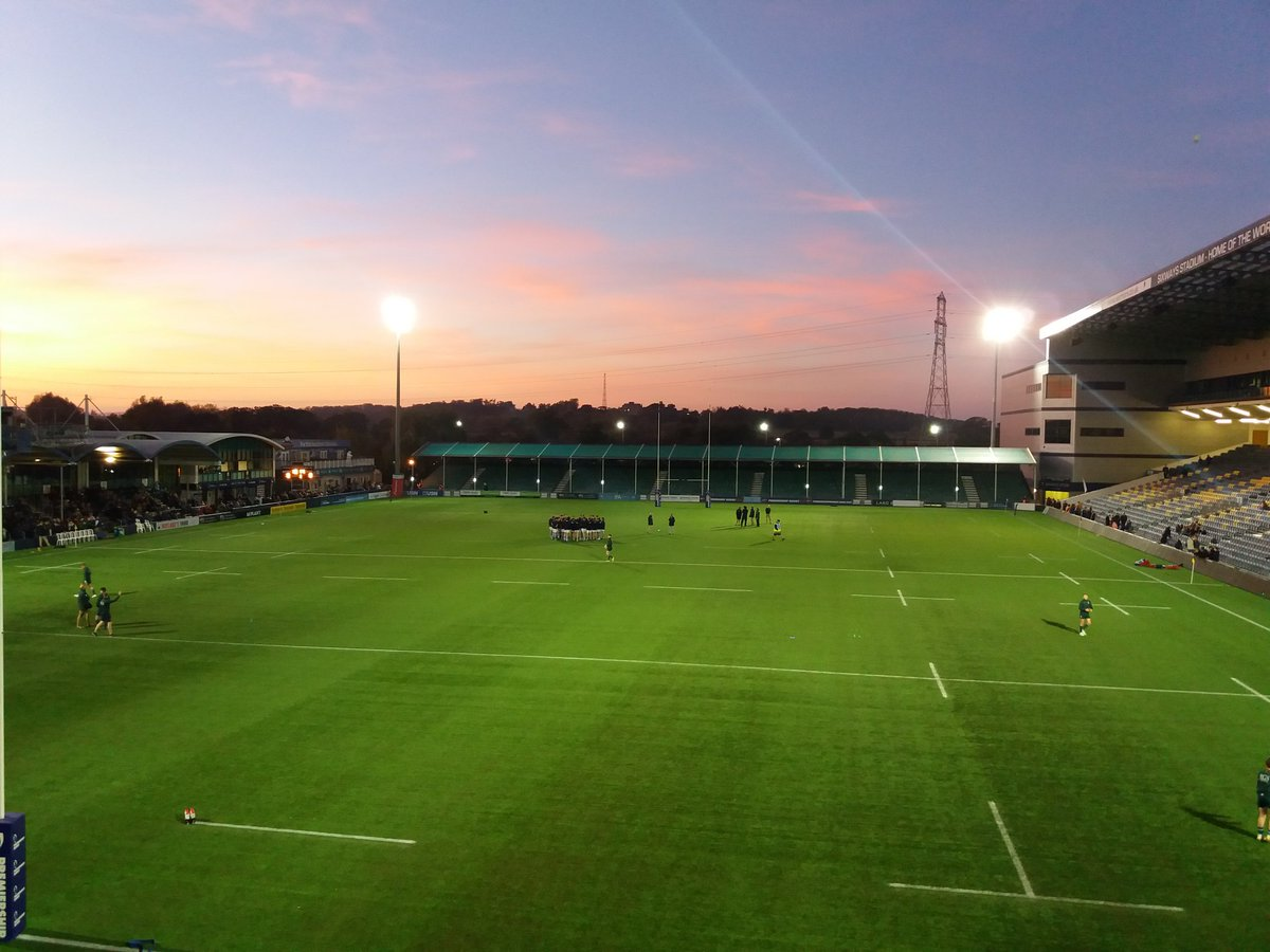 Gorgeous sunset at Sixways as we warm up for the #ModusChallengeCup . Hope lots of #OVs are getting ready to support. Match updates to follow! @KingsWorcester @kings_sport