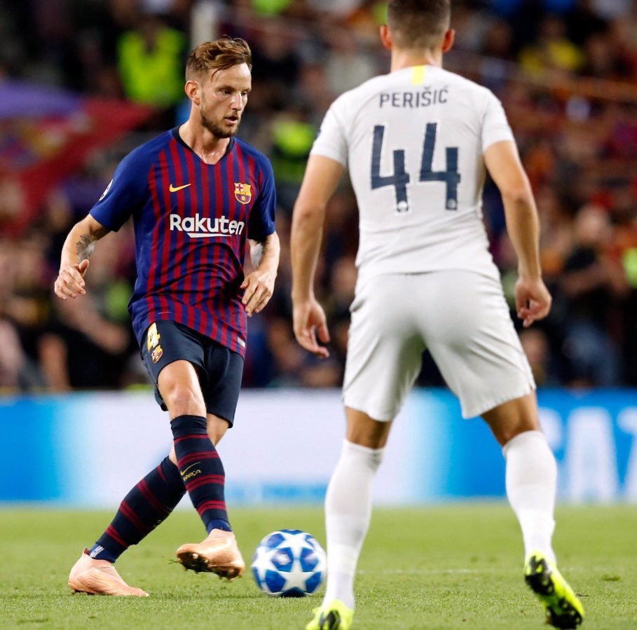 صور مباراة : برشلونة - إنتر ميلان 2-0 ( 24-10-2018 )  DqTjmNZXgAAR5Me