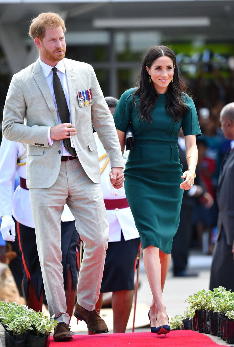 I am never not amazed by the love Harry + Meghan have for each other. Also, Meghan in Emerald Green is a gift to this world. 🙌🏻♥️🌎
